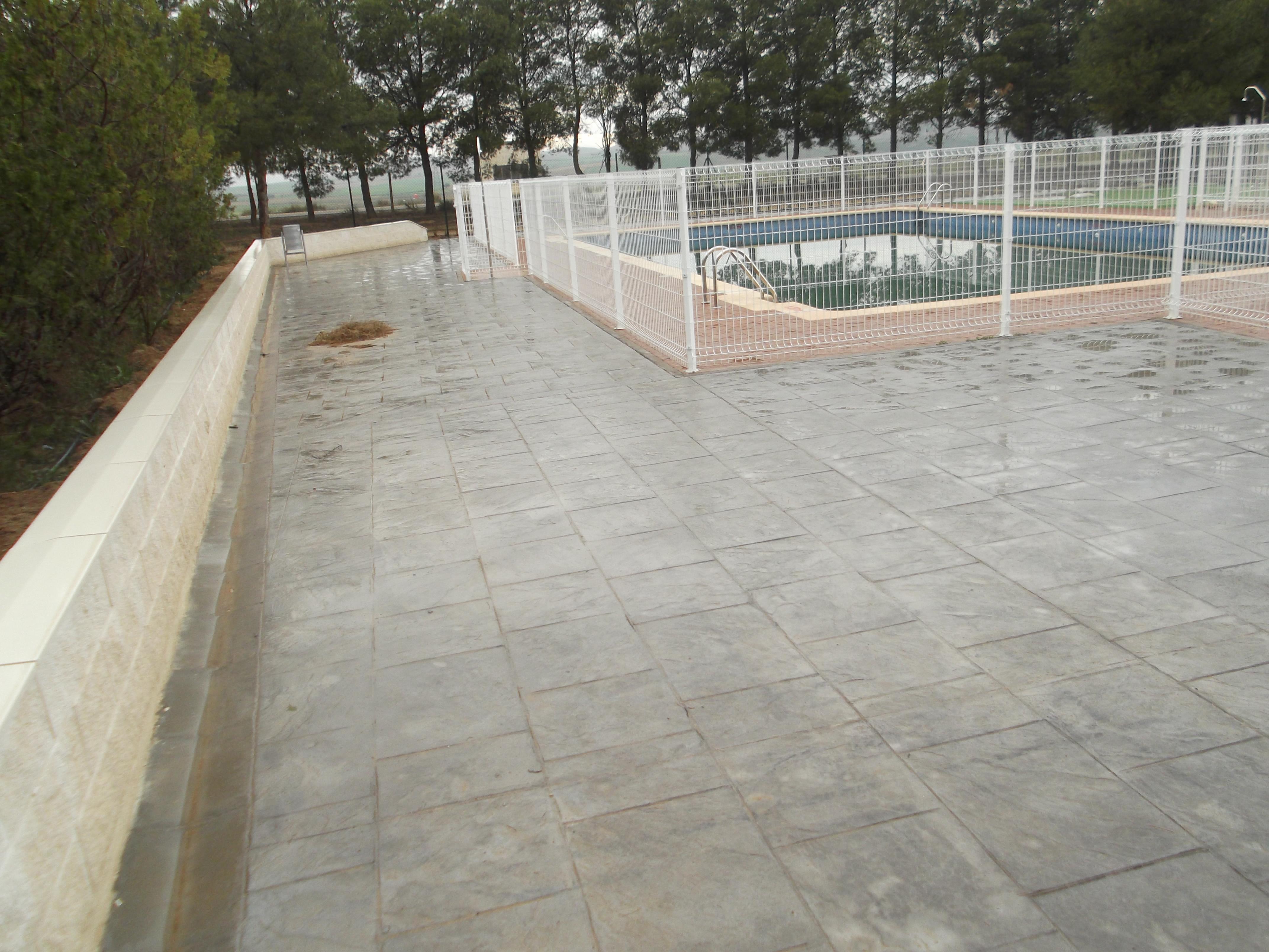 Hormig n impreso piscinas cinco olivas pavimentos utebo for Piscinas hormigon